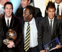 Pele between Messi and Neymar in a FIFA event