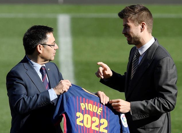Pique extends his contract to 2022