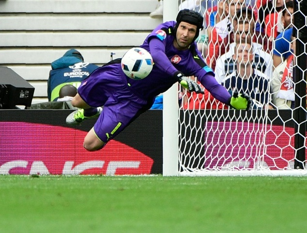 Cech in action for Czech Republic
