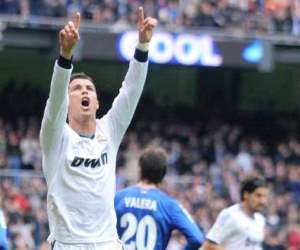 Cristiano Ronaldo signaled that he is ready for the first El Clasico 2013 with a hat-trick against Getafe.