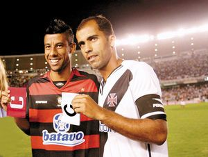 Flamengo goalkeeper Felipe and defender Leonardo Moura are happy to welcome Ronaldinho at the club.