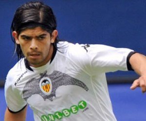 Ever Banega will be hoping to win his duel against Radamel Falcao when Valencia and Atletico Madrid clash on November 3, 2012