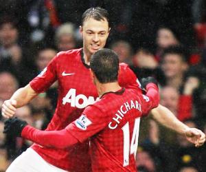 Johnny Evans and Chicharito stole the headlines for different reasons on Boxing Day in the EPL.