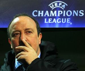 Rafael Benitez aims to offer titles to Chelsea.