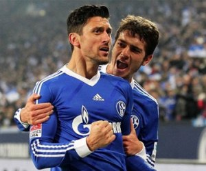 Schalke 04 recorded a huge victory in the German Bundesliga against Hannover 96.