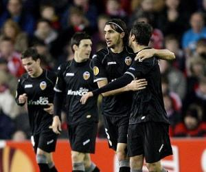 After successfully beating Stoke City in midweek, Valencia will try to outclass Sevilla in La Liga.