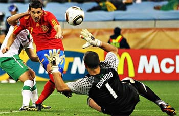 David Villa Scores against Eduardo, Portugal
