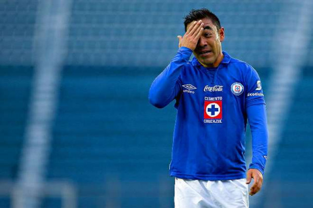 Marco Fabian will remain playing in blue