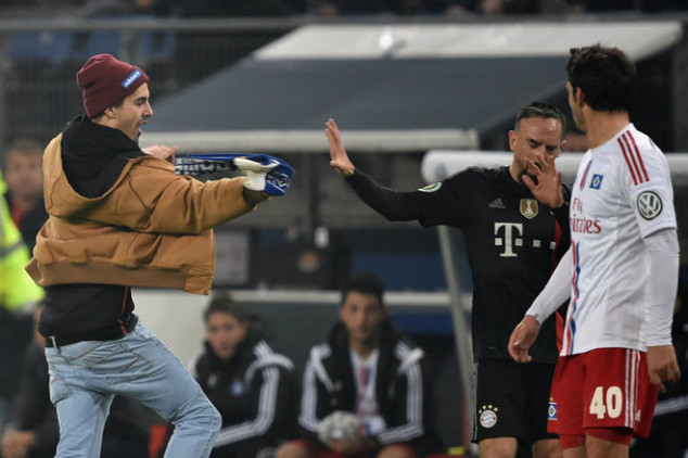 Ribery attacked with a scarf in 3-1 win