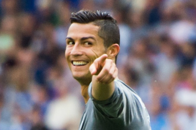 CR7 shows off new ad for his shoe brand [Video]