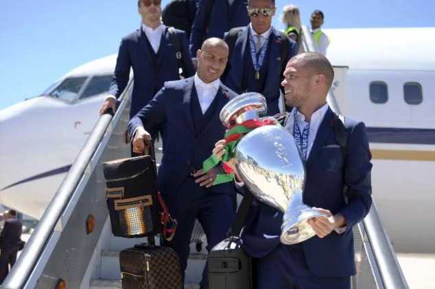 Portugal given heroic welcome in Lisbon