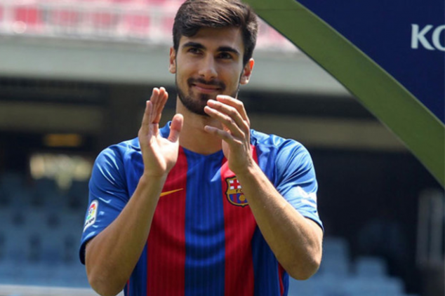 Andre Gomes excited to play with Messi