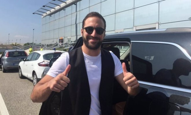 Higuain branded as 'traitor' by Napoli president