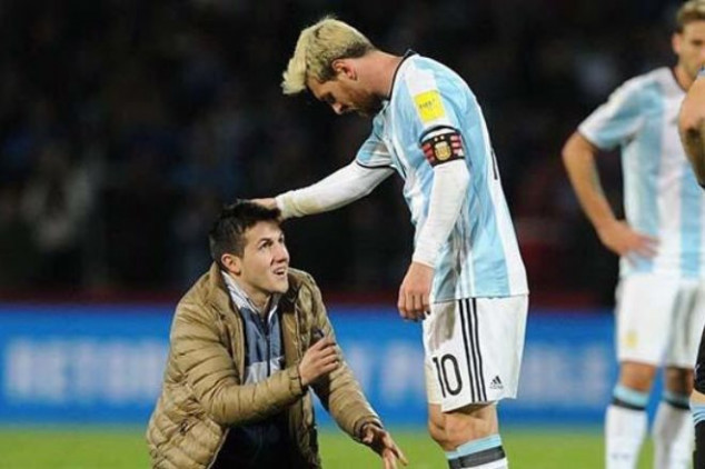 Watch Messi deal with two pitch invaders