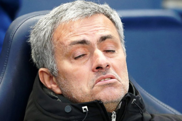 Mourinho complains about 'poisoned gift'