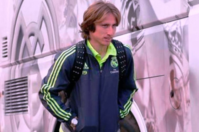 Modric out due to knee problem