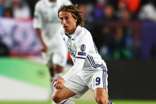 Real Madrid midfielder offered new contract