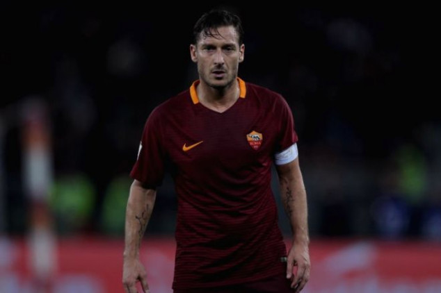 Totti faces Fiorentina with doubts on his future