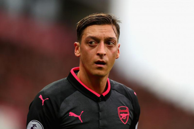 Klopp defends 'outstandingly skilled' Ozil