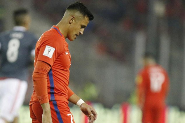 Alexis injures ankle in training