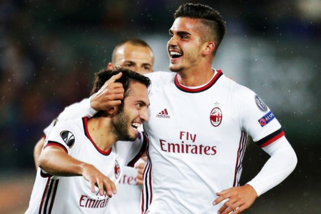 Andre Silva kicks off Milan's Europa League run