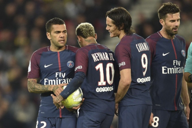 Ney-Cavani incident gets Alves & Forlan involved