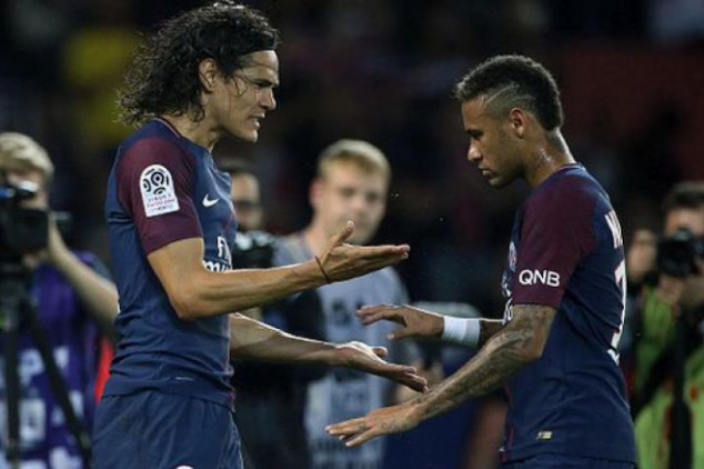 Cavani offered money to let Neymar take penalties