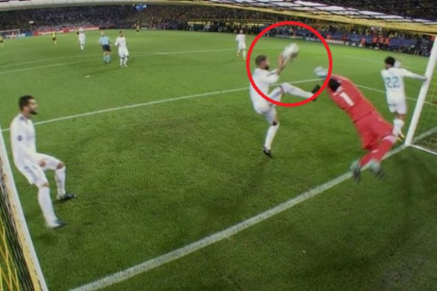 Ramos gets away with another handball