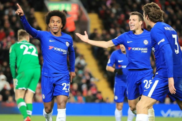 Willian saves Chelsea with record-setting goal