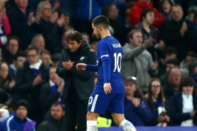 Fans blast Conte for Hazard sub in Man United loss