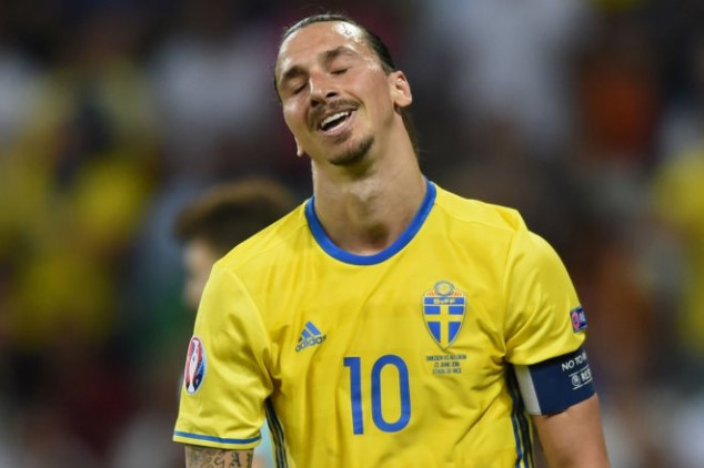 Ibra hints at a return for Sweden, gets trolled