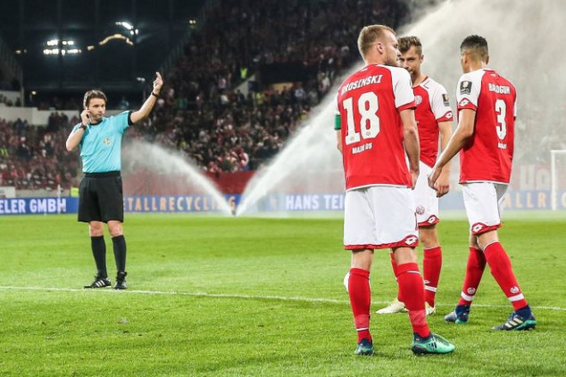 VAR awards penalty at half-time in Bundesliga game