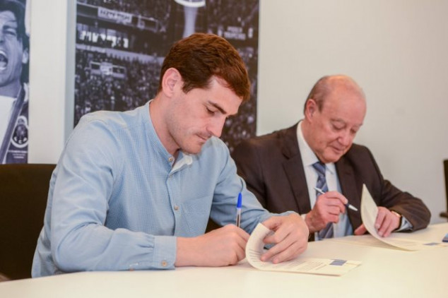 Casillas signs contract extension with Porto