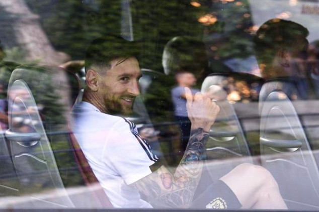 WATCH: Fans give Argentina a warm welcome