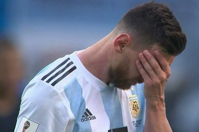 Messi leaves the pitch in tears after WC exit