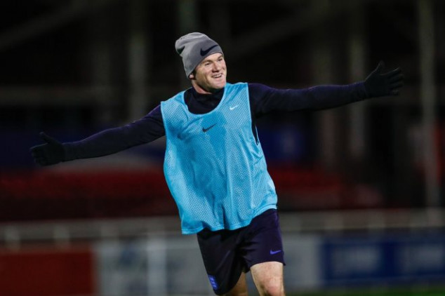 Photos: Rooney trains ahead of farewell match