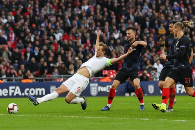 Harry Kane scores late in England's comeback win