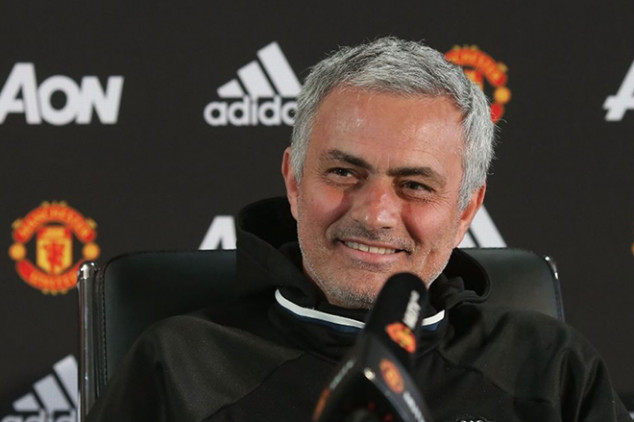 Mourinho aims dig at current Liverpool side