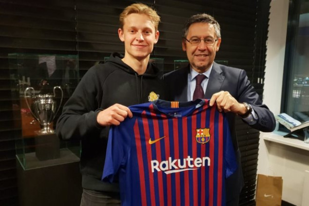OFFICIAL: Barca beats PSG to sign Frenkie De Jong