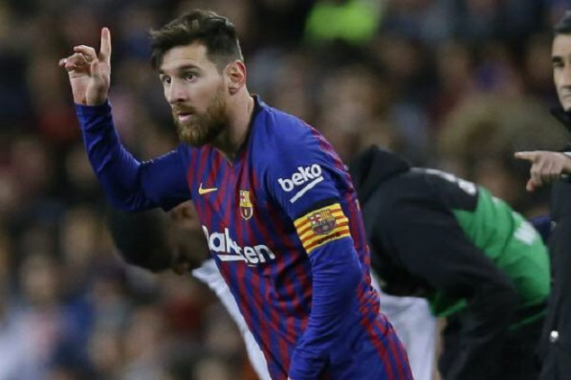 Messi becomes 2nd most-capped player for Barça