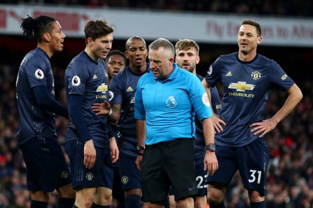 Fans slam referee as Arsenal ends Solskjaer's run