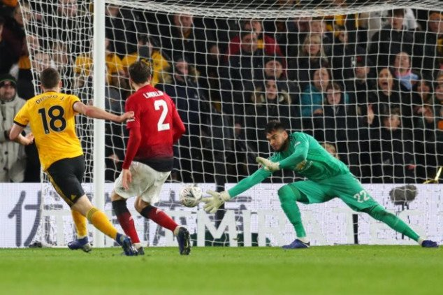 Shaw gifts Wolves 2nd goal, VAR rescinds red card
