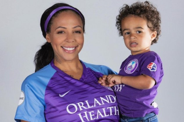 NWSL: Pregnant Sydney Leroux pauses as it starts