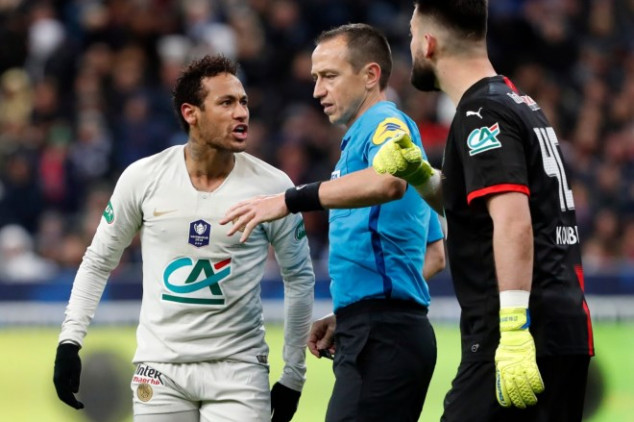Neymar punches fan after PSG's cup final defeat