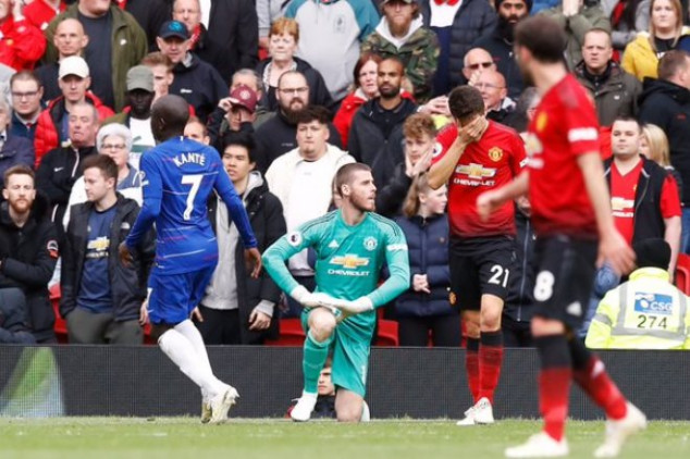WATCH: De Gea mistake gifts Chelsea equalizer