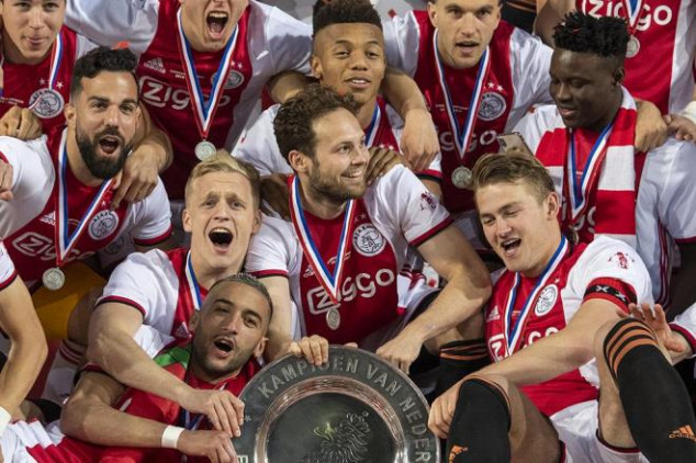 Ajax pays homage to 'Appie' with Eredivisie title