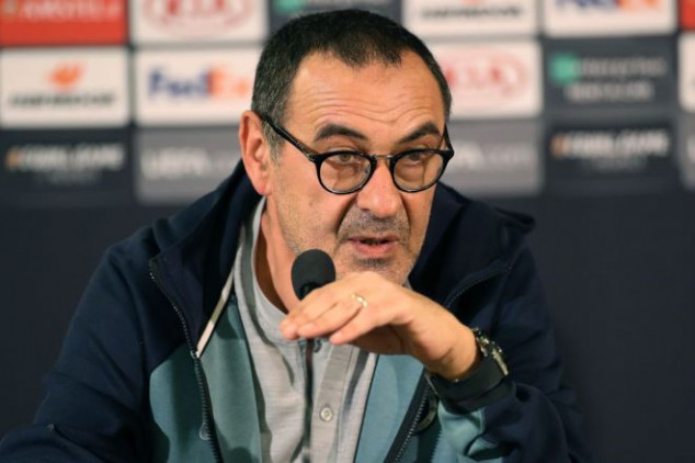 Chelsea: Sarri refuses to rule out Juventus move