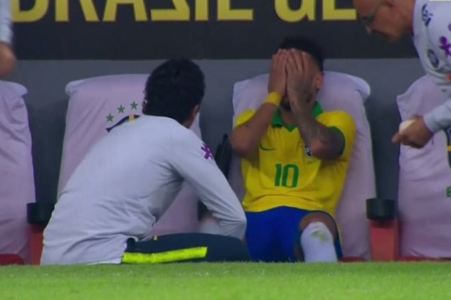 Neymar limps off from friendly vs Qatar