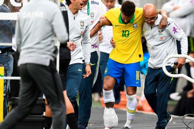 PSG gives Neymar update after ankle injury