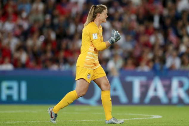 Houghton misses as VAR gifts Lioness penalty